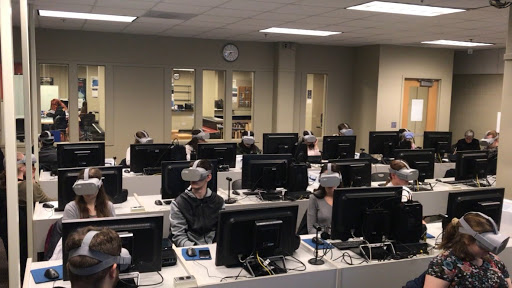 students fill computer lab in classroom with virtual reality workstations